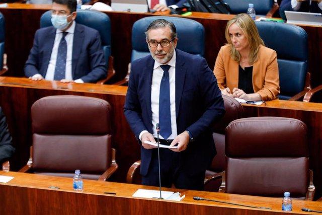 El consejero de Interior de la Comunidad de Madrid, Enrique López, durante la sesión plenaria en la que se debaten los planes de la Comunidad de Madrid ante el fin del estado de alarma, en Madrid, (España), a 18 de junio de 2020.