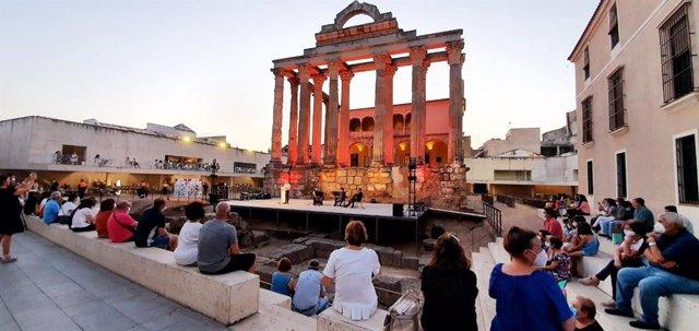 Homenaje a las víctimas del Covid en el Templo de Diana de Mérida