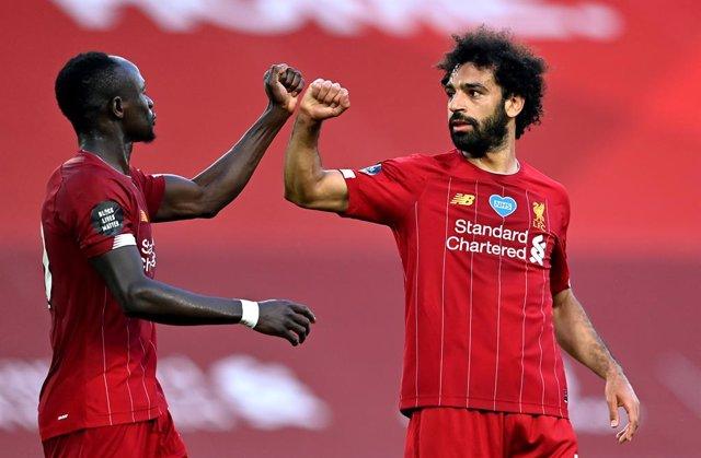 Fútbol/Premier.- (Crónica) El Liverpool cumple y espera la rendición del City