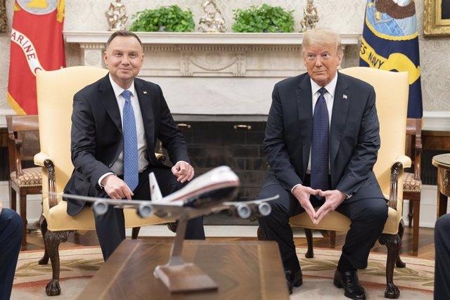 EEUU.- Trump anuncia que trasladará parte de sus tropas de Alemania a Polonia y