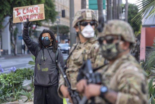 Efectivos de la Guardia Nacional durante una protesta por la muerte del afroamericano George Floyd