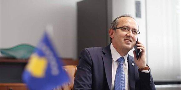 9. El primer ministro de Kosovo renuncia a ir al diálogo con Serbia en Washington tras la acusación contra Thaci