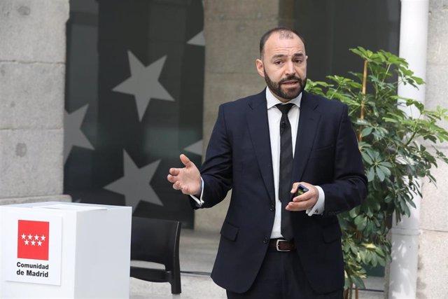 El consejero de Economía, Empleo y Competitividad, Manuel Giménez, durante la presentación de las líneas maestras del Plan de Acción para la Reactivación del Empleo.