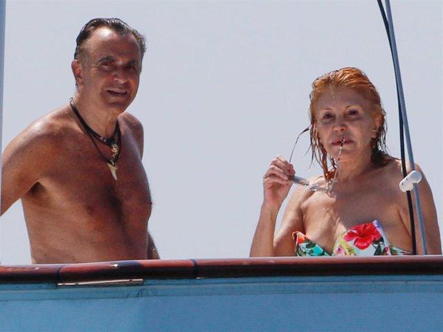 La Baronesa Thyssen y Manolo Segura, durante una de sus últimas vacaciones en Ibiza