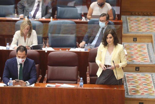 La presidenta de la Comunidad de Madrid, Isabel Díaz Ayuso y el vicepresidente de la Comunidad, Ignacio Aguado durante una sesión plenaria en la Asamblea de Madrid