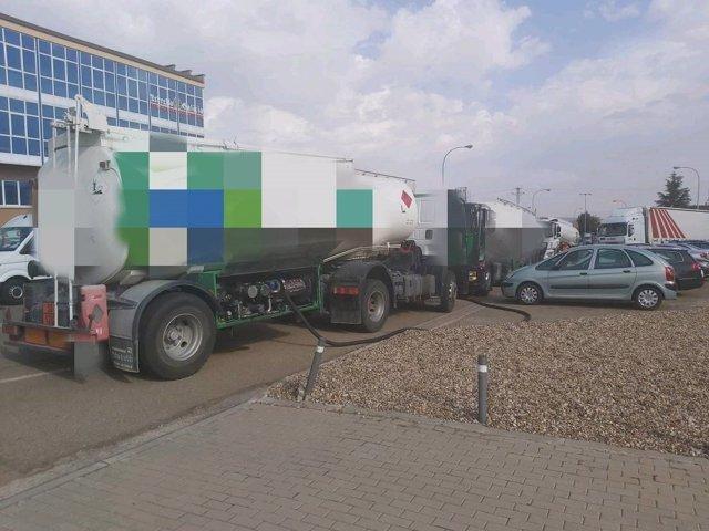Camión cisterna averiado en el Polígono San Cristóbal.
