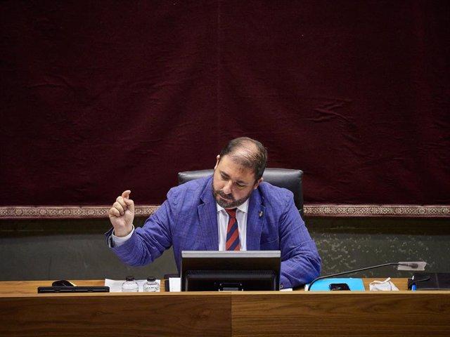 El presidente del Parlamento de Navarra, Unai Hualde, en una sesión en la Cámara foral.