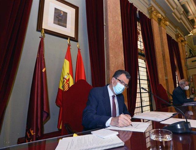 El alcalde de Muurcia, durante su intervención en el Pleno extraordinario