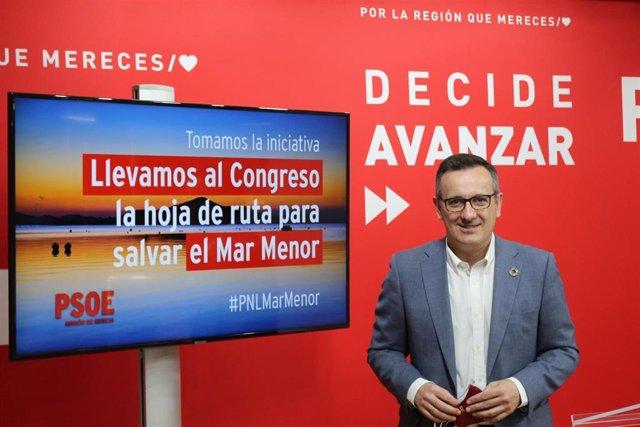 El secretario general del PSRM y portavoz del Grupo Parlamentario Socialista, Diego Conesa, en la rueda de prensa