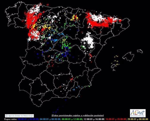 Mapa infográfico con las descargas de rayos caídos en España.