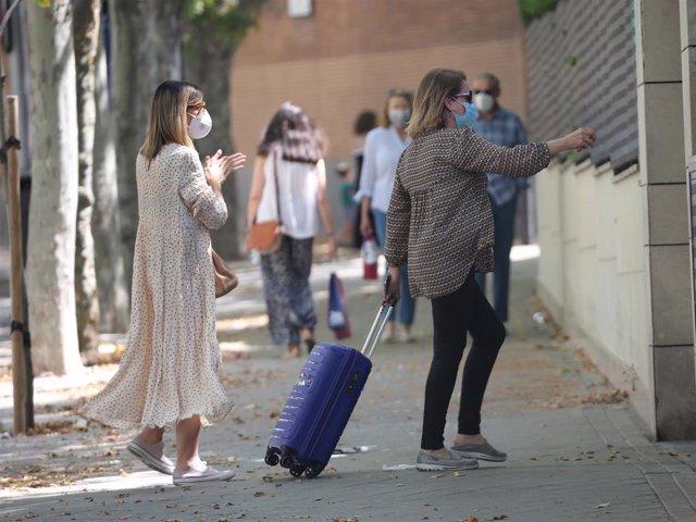 Alba Santana llega a casa de Mila Ximénez