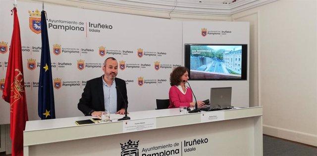 Fermín Alonso, concejal de Proyectos Estratégicos, Movilidad y Sostenibilidad del Ayuntamiento de Pamplona, y Maribel Gómez, responsable de Movilidad