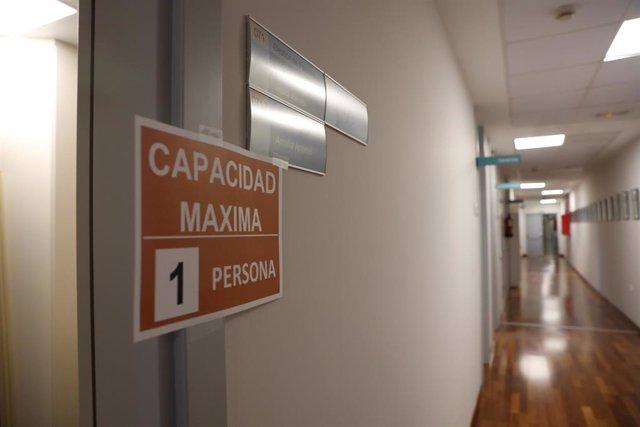 Puerta de un despacho del Centro de Biología Molecular Severo Ochoa en el Campus de Cantoblanco de la Universidad Autónoma