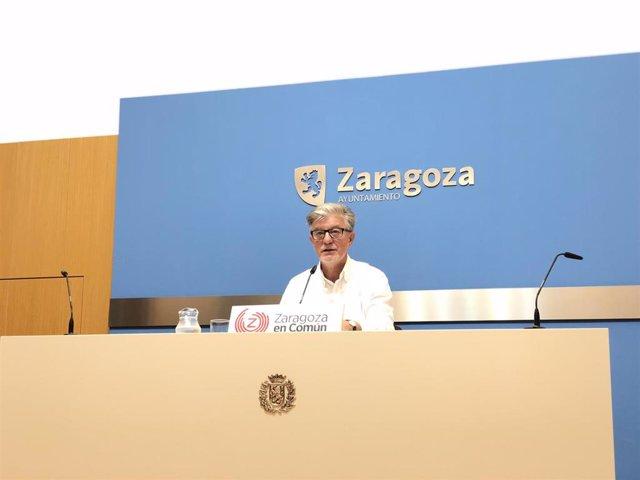 El portavoz del grupo municipal de Zaragoza en Común, Pedro Santisteve