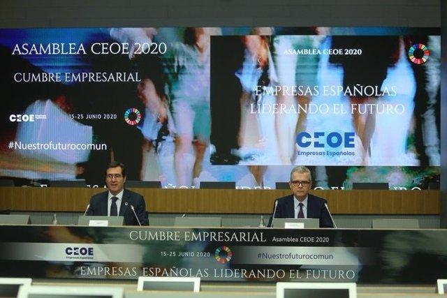 El presidente de CEOE, Antonio Garamendi, y el de Inditex, Pablo Isla