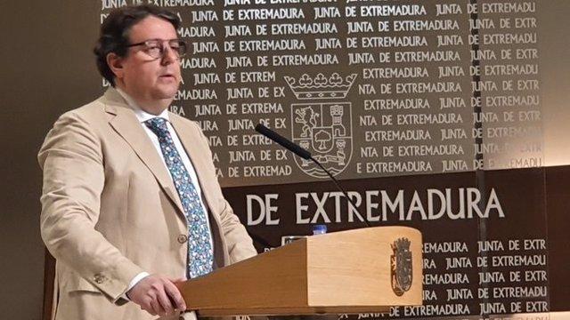 El consejero de Sanidad y Servicios Sociales de la Junta de extremadura, José María Vergeles
