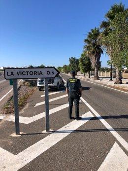 Un agente de la Guardia Civil en La Victoria