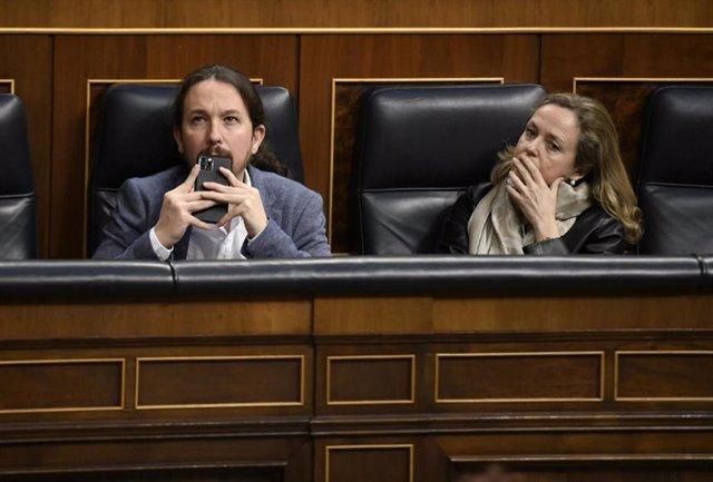Pablo IGlesias y Nadia Calviño, en el banco azul