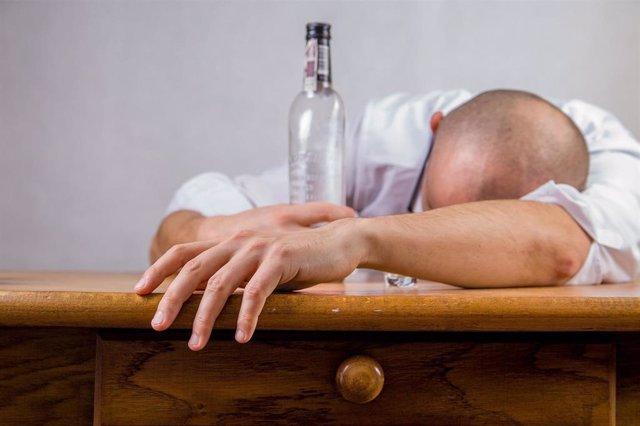 Alcohólico, alcoholismo.