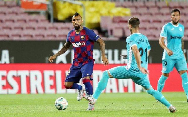 El jugador del FC Barcelona Arturo Vidal en un partido de LaLiga Santander contra el CD Leganés