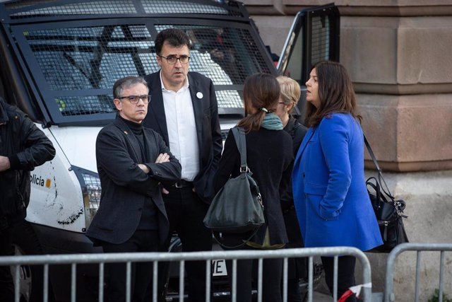 El diputado de ERC en el Parlament y exsecretario general de Vicepresidencia y Economía de la Generalitat, Josep Maria Jové (i), y el también diputado y exsecretario de Hacienda, Lluís Salvadó (d), a su llegada para declarar ante el Tribunal Superior de J