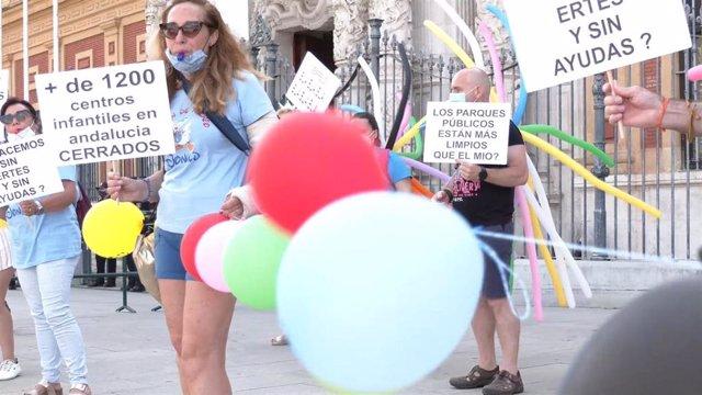 Manifestación ante San Telmo del sector del ocio infantil