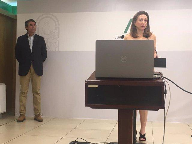 La delegada del Gobierno andaluz, Patricia Navarro, junto al delegado de Agricultura