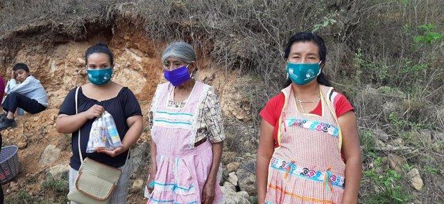 Mujeres en Guatemala con mascarillas de Manos Unidas
