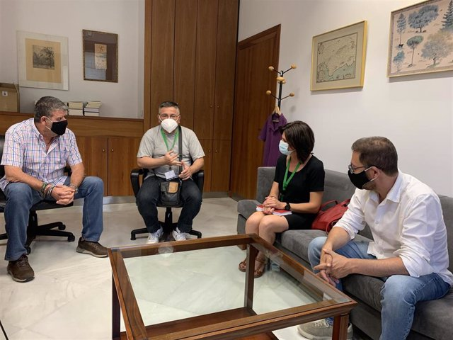 Reunión entre representantes de Adelante Andalucía y delegados sindicales de CCOO Ferrovial.