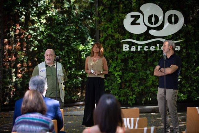 El director del Zoo de Barcelona, Sito Alarcón; la tercera teniente de alcalde de Agenda 2030, Transición Digital y Deportes, Laia Bonet; y el primer teniente de alcalde, Jaume Collboni, en la rueda de prensa por la reapertura del Zoo.