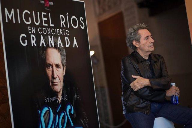 Miguel Rios, durante la presentación de un concierto