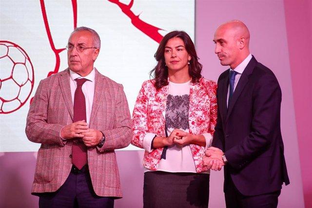 María José Rienda junto a Luis Rubiales y Alejandro Blanco en un acto de la RFEF