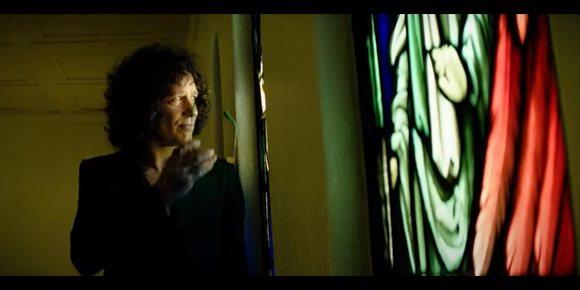 4. 'Como un millón de dólares': nuevo vídeo de Bunbury rodado en una iglesia abandonada a la espalda de Hollywood Boulevard