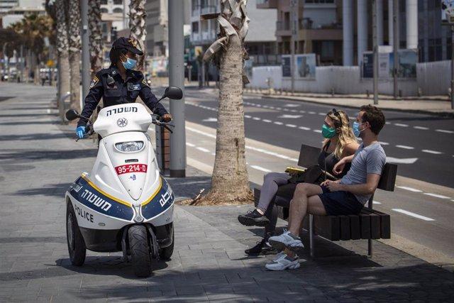 Una policía de Israel durante la pandemia de coronavirus