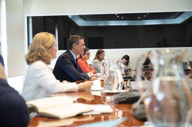 El presidente del Gobierno, Pedro Sánchez, participa, por videoconferencia, en la Conferencia de jefes de Estado y de Gobierno 'Juntos por una respuesta para América Latina y el Caribe ante la COVID-19', a la que han asistido la vicepresidenta tercera, Na