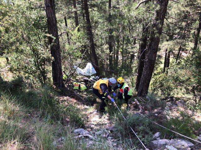 Rescate de motorista accidentado en Uña.