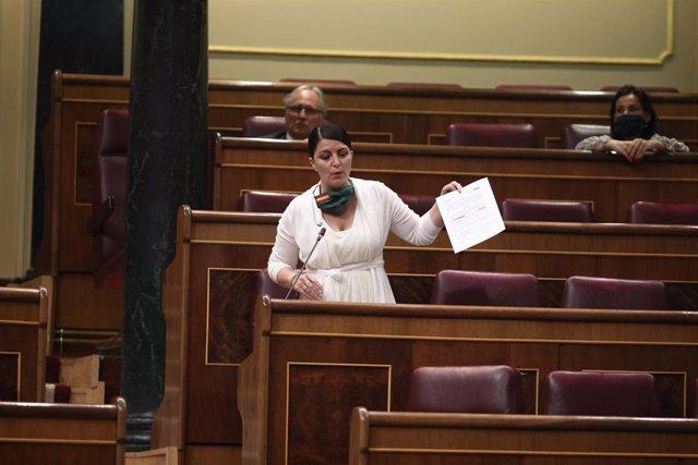 La diputada y portavoz adjunta de Vox en el Congreso, Macarena Olona, interviene en el pleno de control al Gobierno centrado en las medidas post-COVID 19, la derogación de la reforma laboral y la destitución por parte del ministro del Interior, Fernando G