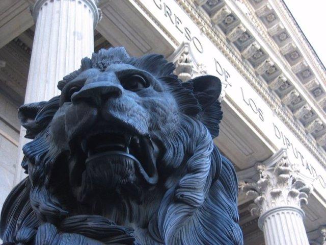 Fachada de la puerta de los leones