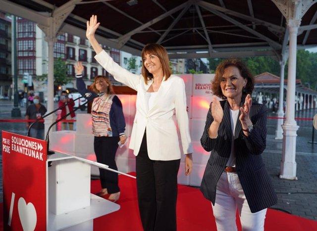 La candidata a lehendakari por el PSE-EE, Idoia Mendia, y la vicepresidenta del Gobierno Carmen Calvo en el acto de apertura de campaña