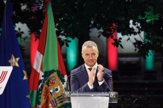 El candidato  a la  reeleción como Lehendakari del PNV, Iñigo Ukullu, en el acto de arranque de campaña en la Casa de Juntas, ante el árbol de Gernika (Bikzaia)