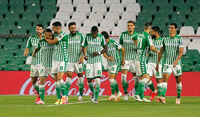 Marc Bartra celebra un gol con el Real Betis