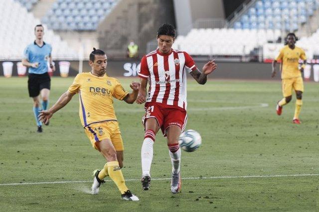 El Alcorcón vence al Almería en el estadio de los Juegos del Mediterráneo