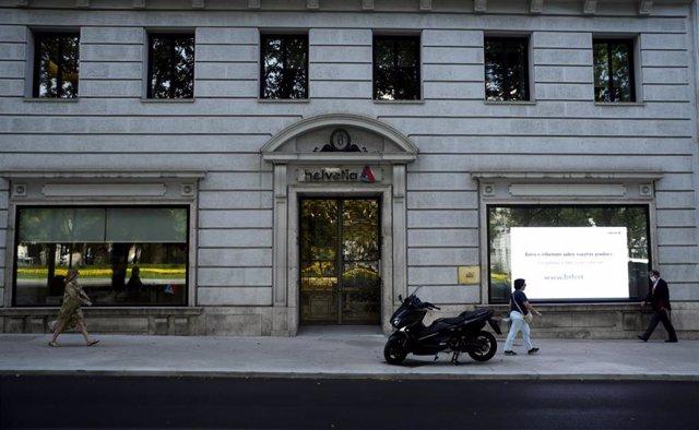 Fachada de la sede del grupo de seguros suizo Helvetia, en Madrid (España)