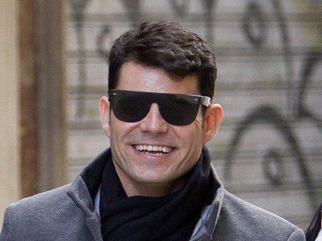 Javier Santos, muy sonriente durante un paseo por las calles de la capital