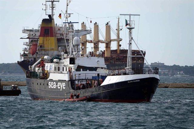El barco 'Alan Kurdi', de la ONG alemana Sea Eye