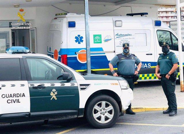 Agentes de la Guardia Civil en un recinto sanitario.