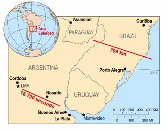 Un rayo sobre Brasil bate récord de distancia con más de 700 kilómetros