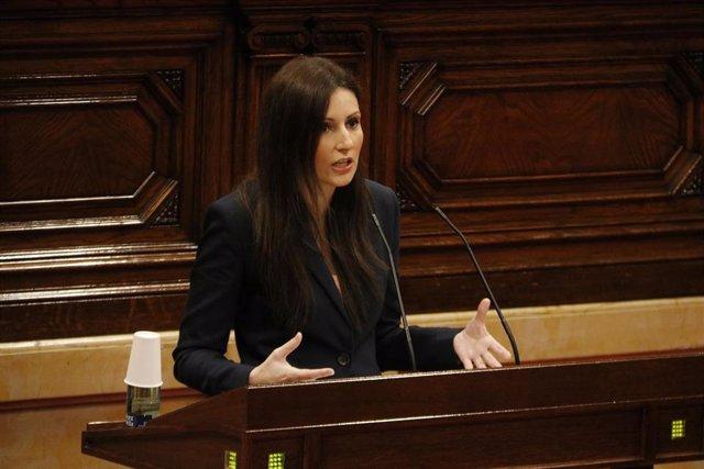 La portavoz de Cs en el Parlament, Lorena Roldán, en el pleno del Parlament
