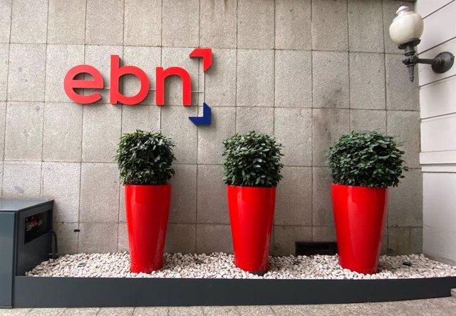 Macetas y logo de EBN Banco en la entrada de la sede en Madrid en el Paseo de Recoletos, en Madrid a 16 de enero de 2020.