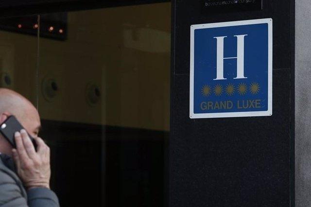 Imagen de archivo del logo de un hotel de cinco estrellas